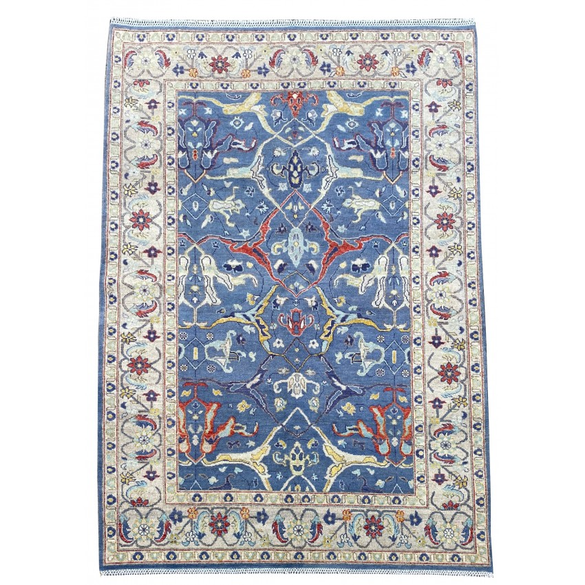 Oriental Stunning Hand knotted wool area rug. 264 x 187 cm
